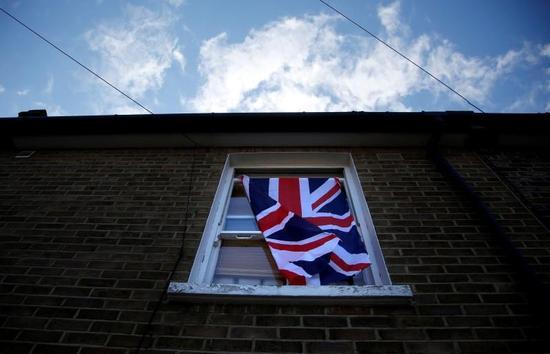 穆迪下调英国评级展望 由稳定调整至负面