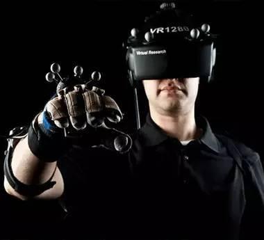 机械臂自慰、情色VR 科技越发达我们越污?
