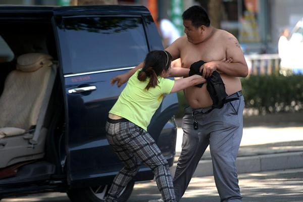 济南街头女子乘车被骗 索赔遭壮汉殴打
