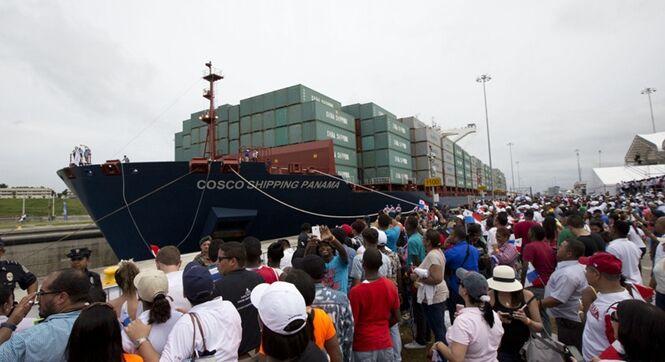 巴拿马运河扩建后开通首航 中国货轮首先通过