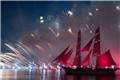 俄罗斯红帆节绽放焰火