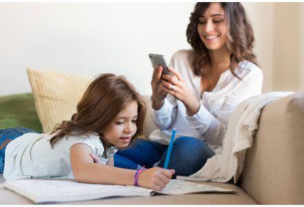 """澳大利亚研究称年轻妈妈对手机""""上瘾""""易引起焦虑"""