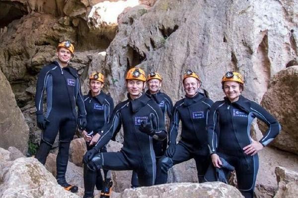 中国第二批男航天员首次亮相 参加洞穴训练