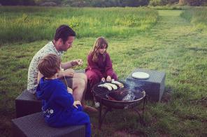 英国一家庭住乡村帐篷房尽享田园生活