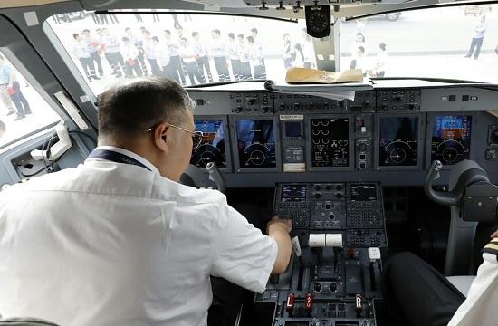 近看ARJ21国产客机首航驾驶舱