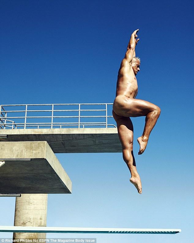 美游泳健将拍大胆裸体写真展现健美身姿