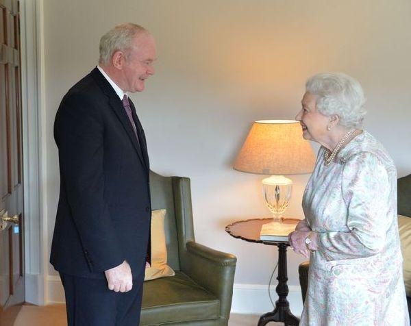 脱欧公投后 被问身体状况 英女王自嘲:起码还活着