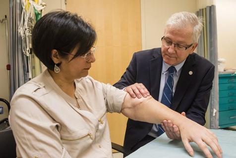 加拿大第一例手臂移植患者康复良好