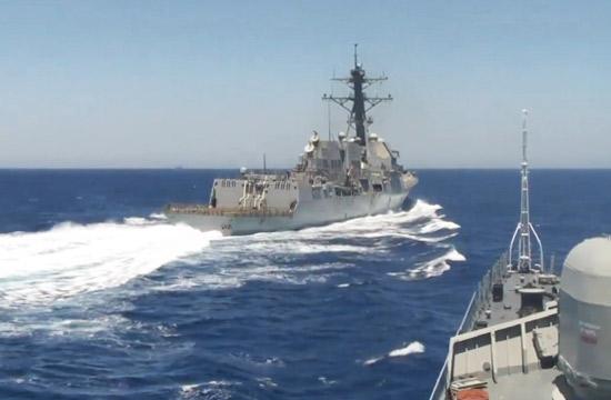 """美军宙斯盾舰""""危险接近""""俄舰"""