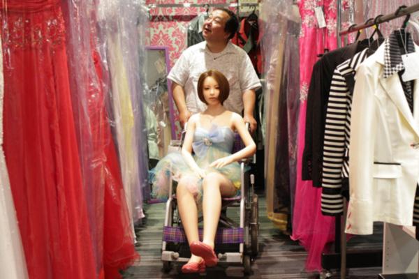 日本流行购买充气娃娃 61岁已婚大叔弃家