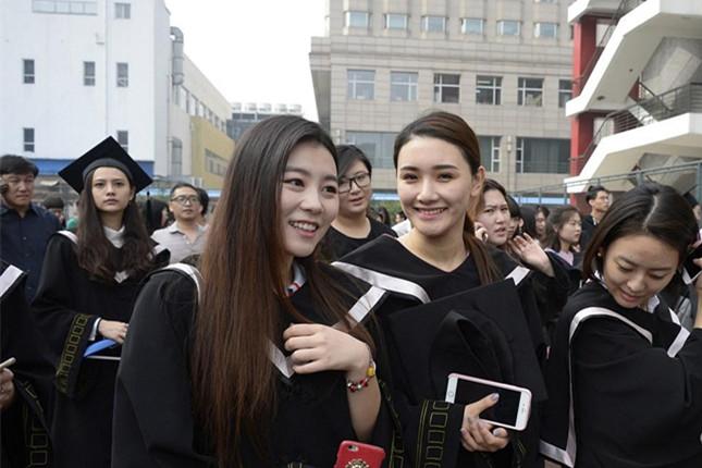 北影2016届毕业生拍合影 颜值究竟有多高?