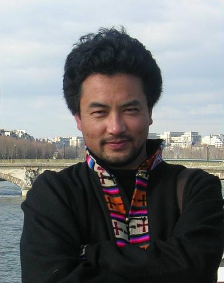 藏族导演万玛才旦在西宁机场被拘 身体不适入院