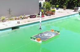 男子在自家泳池玩起火箭水上回收