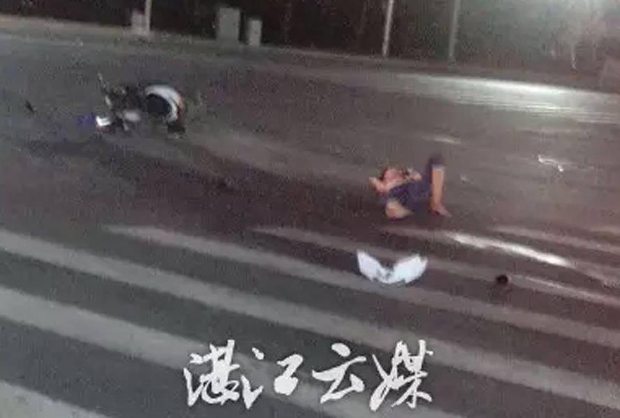 车祸现场一幕:女子飞上车顶下装撞丢