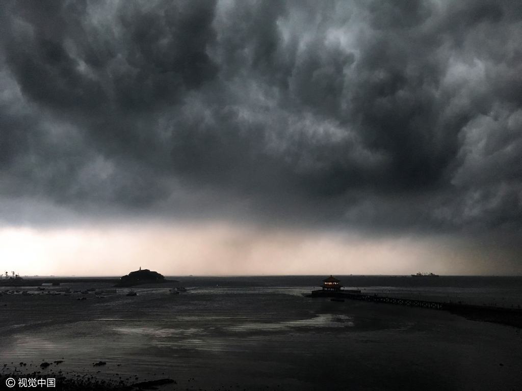 青岛上空现瀑布云 如同末日场景