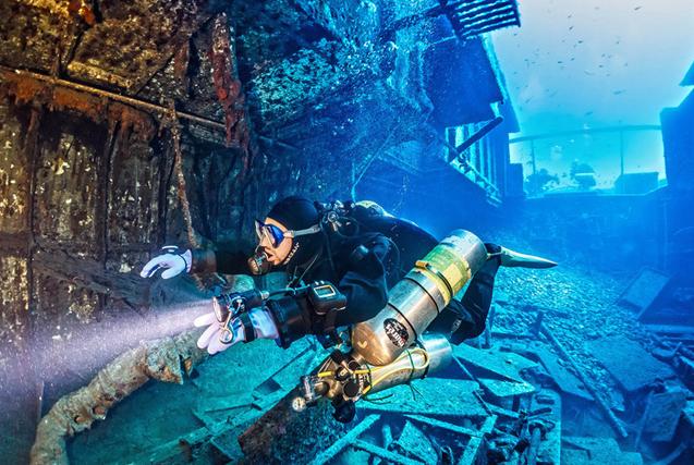 探险队马耳他深海海底探秘海难船遗骸
