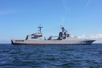 俄罗斯伊万·格伦号登陆舰试航