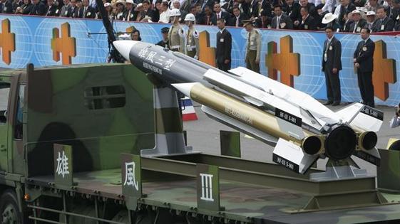 """台海军误射""""雄风三型""""导弹贯穿渔船 致船长死亡"""