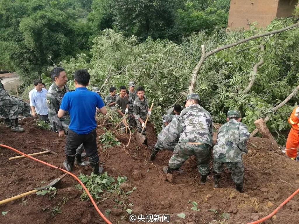 贵州毕节突发山体滑坡 29人被埋