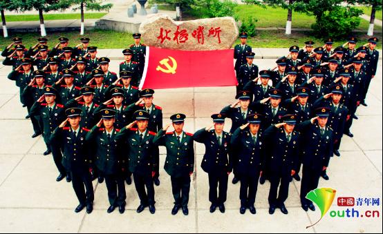 """争做""""四有""""军人担当强军重任 极地哨兵重温誓言为党庆生"""