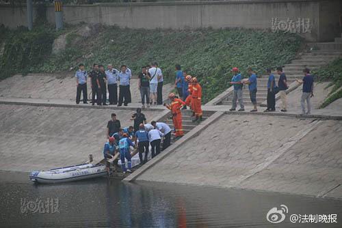 男子两次冲入河中寻死溺亡