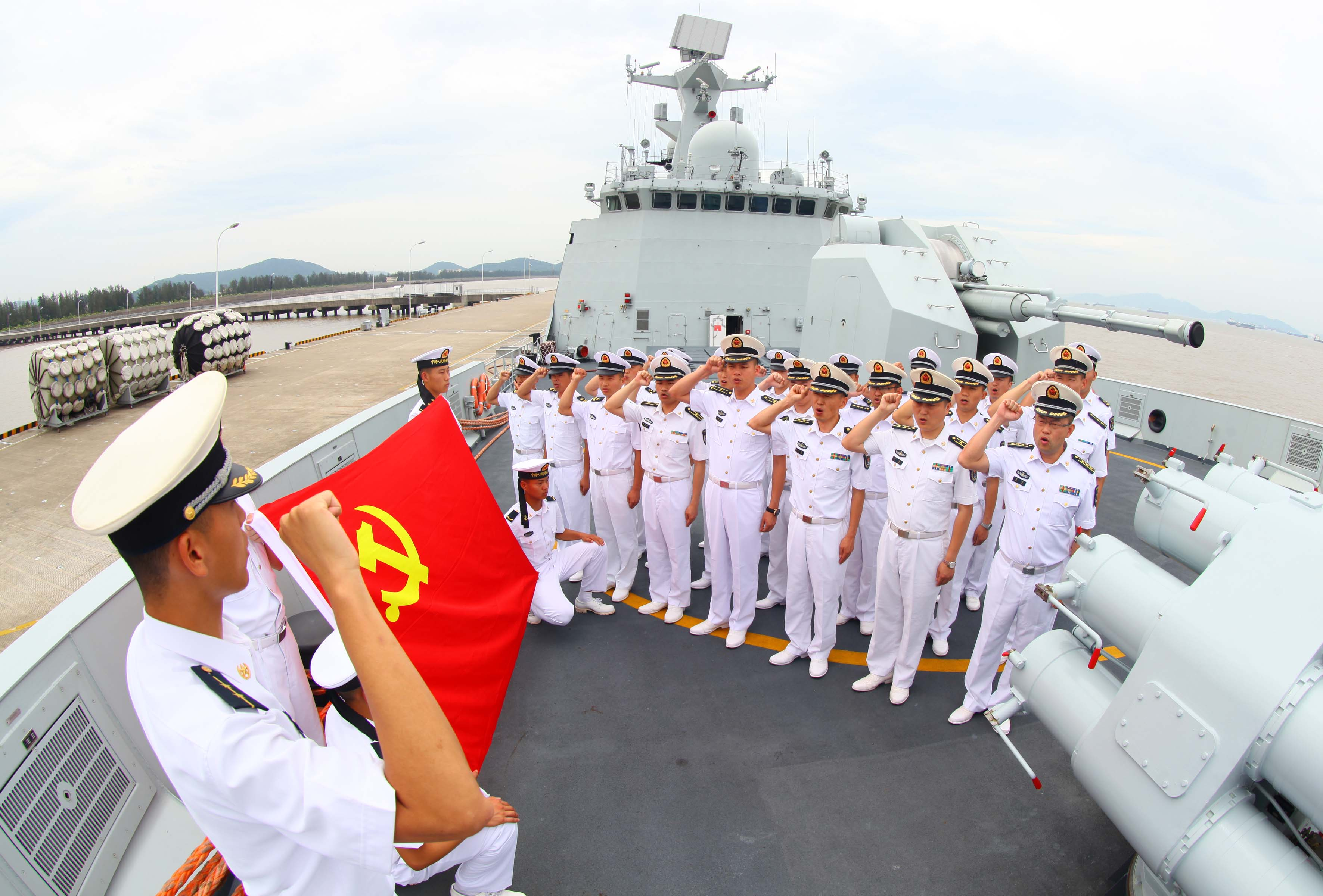 """""""海上铁拳""""部队多种形式庆祝建党95周年"""