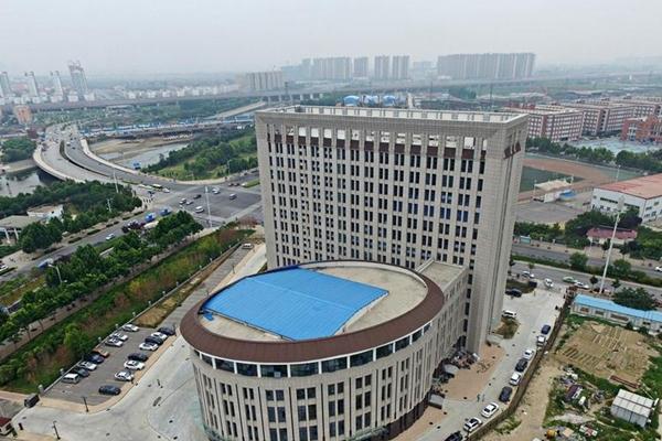 河南高校出现奇葩建筑 造型酷似马桶