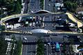 杭州异形景观人行天桥启用 设降温喷雾等设施