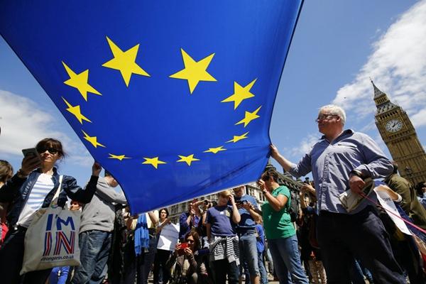 """英国""""留欧""""示威者伦敦大规模游行抗议""""退欧"""""""