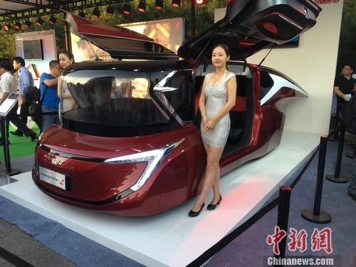 富豪李河君宣布进军太阳能汽车高清图片