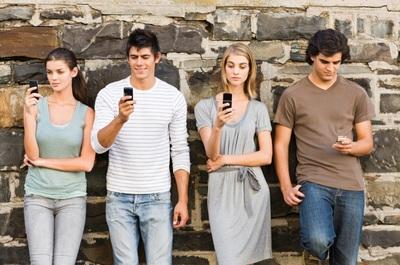报告:超四成千禧一代没有手机就空虚