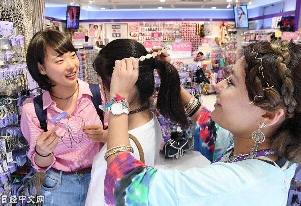 日本涩谷最新流行趋势:后侧头饰帮你当背影女神
