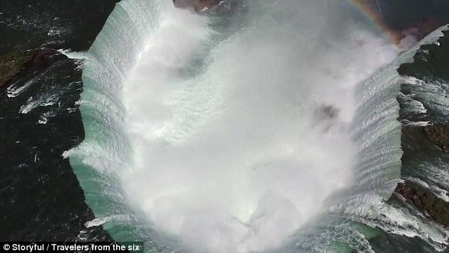 摄影师用无人机航拍尼亚加拉瀑布壮观景象