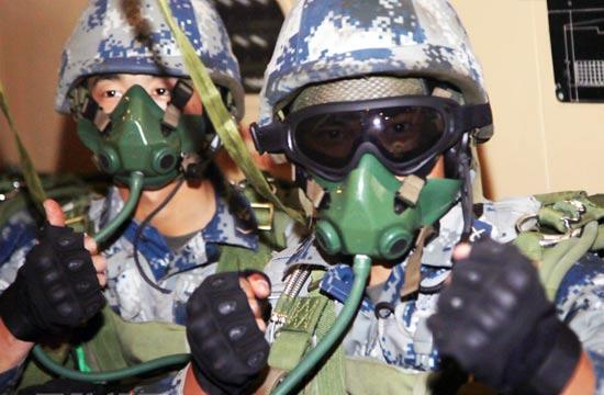 中国空降兵完成高原伞降试训