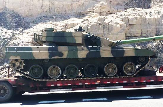 一款神秘坦克现身看似96A