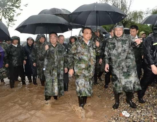 李克强现场指挥防汛救灾两小时全记录