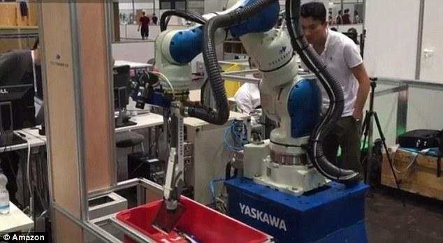 亚马逊举办年度分拣货大赛 独臂机器人获胜