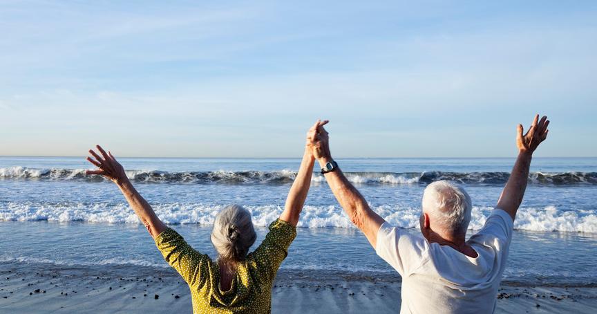 夏天老人多户外活动,补钙效果好