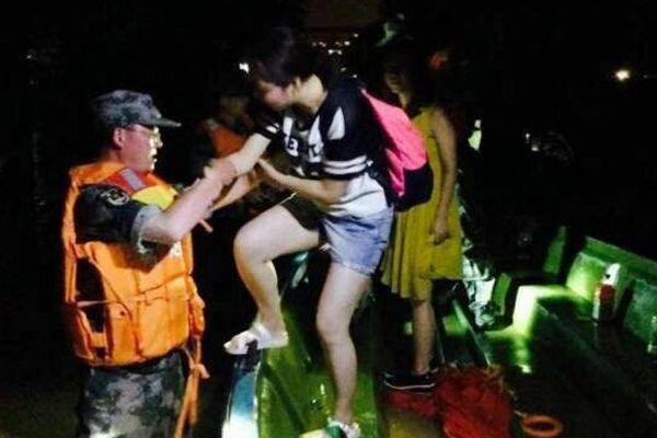 武汉一高校被淹 3000余名师生转移