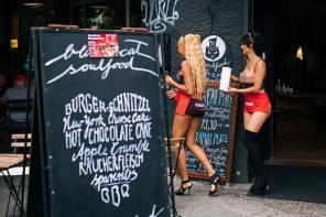 德惊现裸体餐厅 顾客半裸可获免费饮料