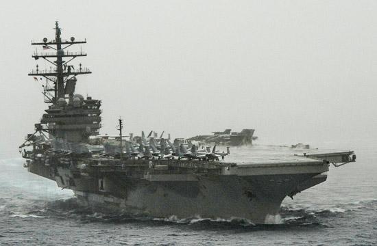 美军发布里根号航母在南海照片