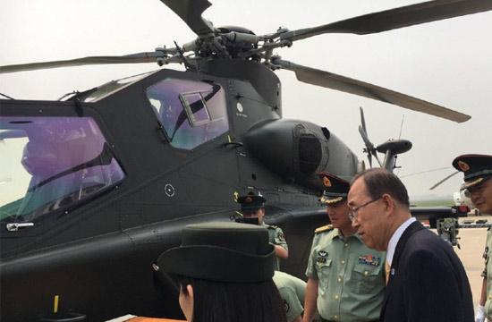 潘基文近距细品直10武装直升机