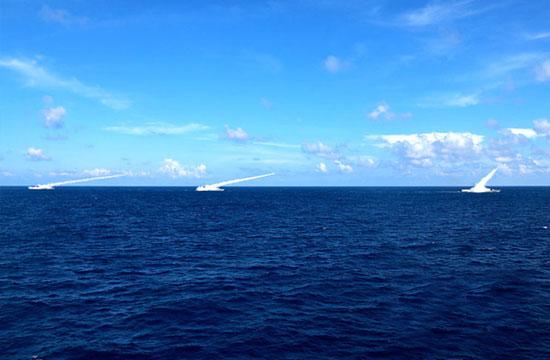 海军三大舰队在南海实弹演习