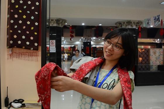 台湾青年齐聚南京云锦博物馆 领略古老织造魅力