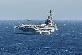 美军里根号航母在南海耀武扬威