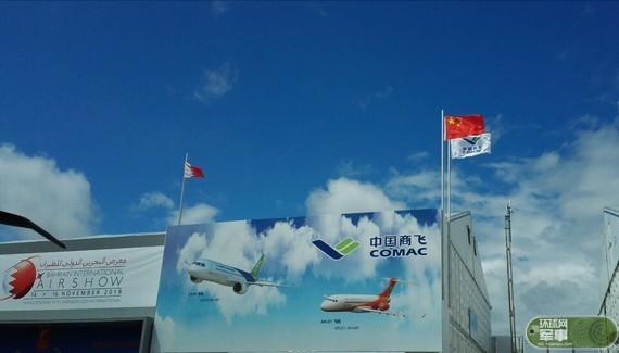 中国商飞公司携C919模型参加第50届范堡罗航展
