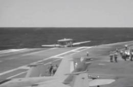 美军预警机着舰失败险些掉进海里