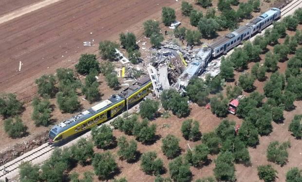 意大利客运火车迎面相撞致