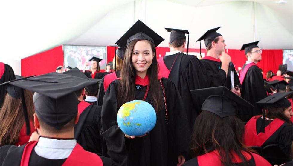 哈佛女学霸演讲征服观众走红 曾拿遍中学所有奖项