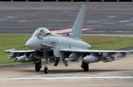 航展上欧洲台风战斗机穿云吐雾